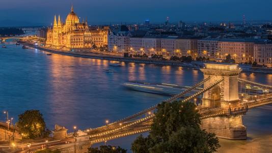 budapest-night-parlament-duna-hajozashu