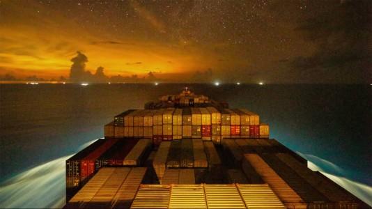maersk-night-timelapse-video-hajozashu
