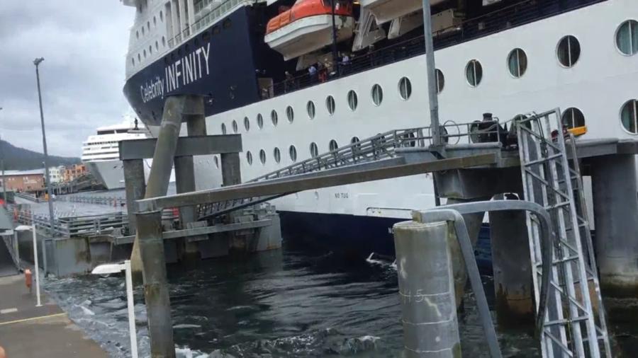 cruise-ship-infinity-crash-tengerjaro-karambol-kikoto-hajozashu
