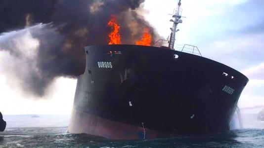 burgos-oiltanker-mexikoi-tankerhajo-kigyulladt-olajkatasztrofa-hajozashu