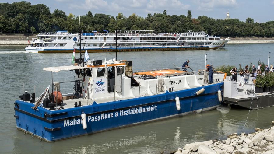 mahart-passnave-cruise-hulladekgyujto-hajo-budapest-duna-hajozashu