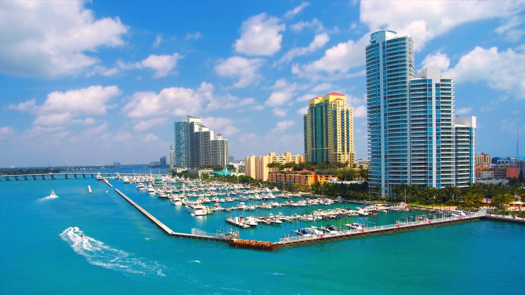 miami-beach-florida-vilag-legdragabb-kikoto-vitorlazas-yacht-hajozashu