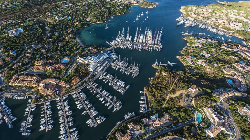 porto-cervo-sardinia-vilag-legdragabb-kikotoje-vitorlazas-yacht-hajozashu