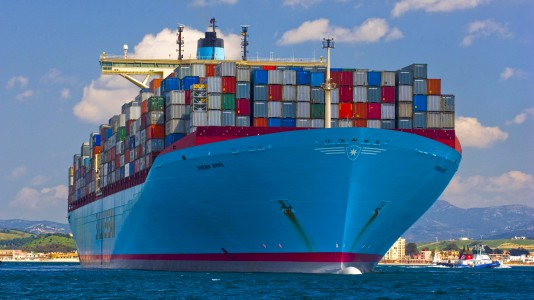 ships-containers-maersk-line-emma-teherhajo-hajozashu