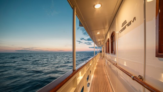 taransay-yacht-landscape-luxury-boat-hajozashu