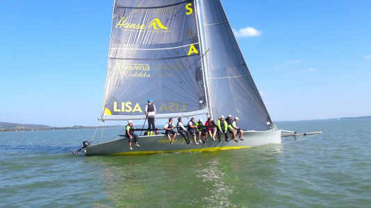 lisa-patucelli-lisa501-hajo-sailboat-sailing-vitorlazas-keszthelyi-yacht-kikoto-hajzoashu