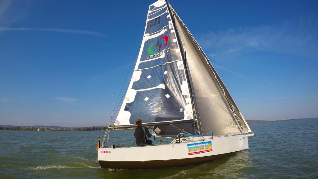 rick-gergely-balatonhelp-code8-balatonkerulo-szolovitorlazas-balatonfured-fa-nandor-sailing-hajozashu