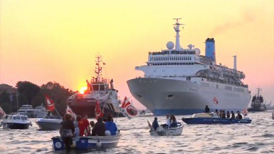 velence-turistahajo-tengerjaro-cruise-hajo-hajozashu