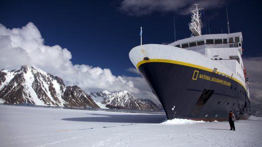 antarktisz-klimavaltozas-kutatok-hajonaplo-meteorologia-jeghegyek-hajozashu-shackleton
