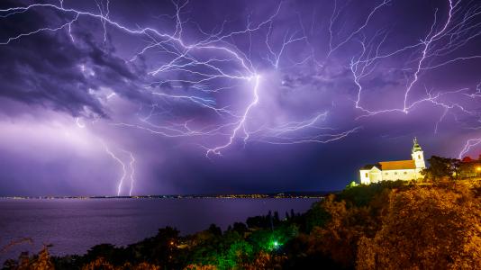 balatoni-viharjelzes-viharjelzo-szolgalat-ferto-to-velencei-to-omsz-vitorlazas-hajozashu-storm