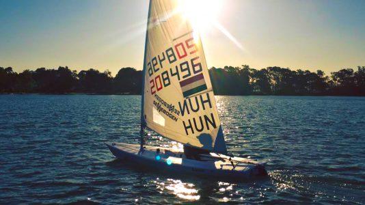 erdi-mari-vitorlazas-sailing-laser-radial-naplemente-hajozashu-ausztralia