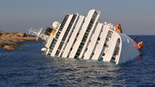 costa-concordia-5eve-sullyedt-el-zatony-olaszorszag-katasztrofa-tengeri-ocean-hajozas-hajozashu