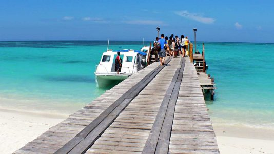 kota-kinabalu-Mengalum-sziget-eltunt-hajo-lost-boat-tourist-hajozashu
