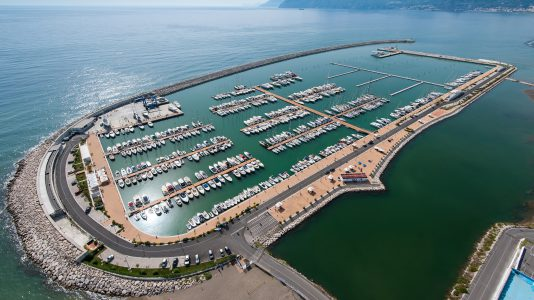 marina-darechi-amalfi-part-olaszorszag-1000-kikoto-hely-legnagyobb-luxusjacht-superyacht-hajozashu