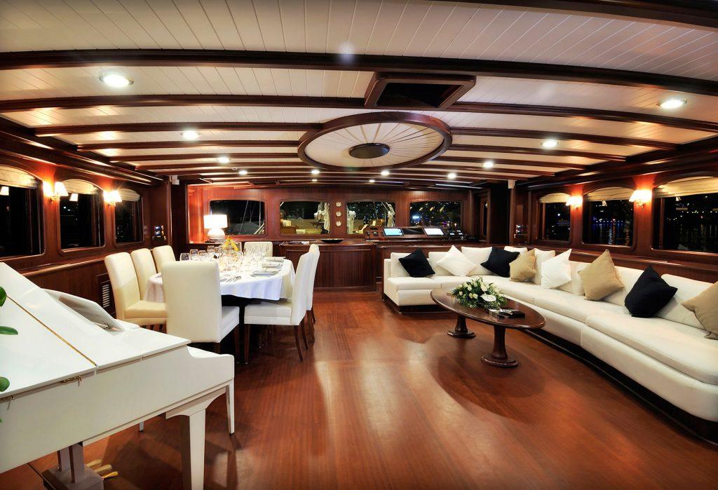 yacht-regina-skyfall-james-bond-szuperjacht-jacht-luxus-hajozashu-bar