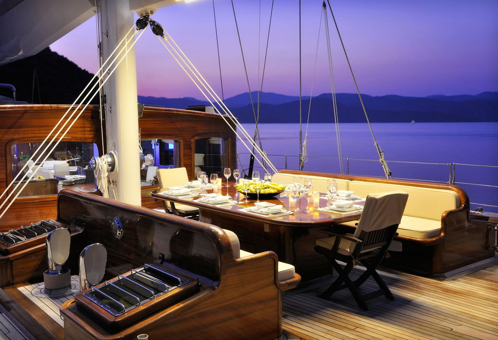 yacht-regina-skyfall-james-bond-szuperjacht-jacht-luxus-hajozashu-este