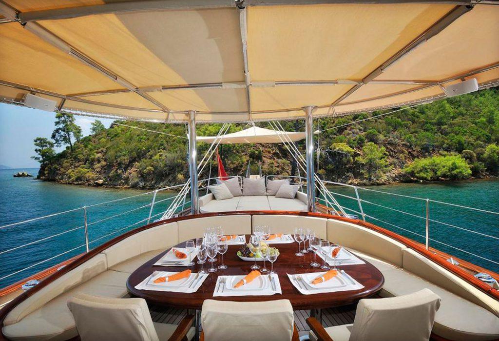 yacht-regina-skyfall-james-bond-szuperjacht-jacht-luxus-hajozashu-terasz