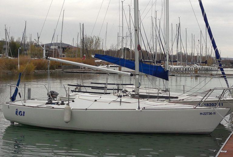 J24-es vitorláshajó eladó