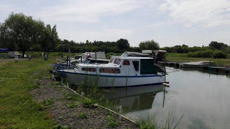 Felújított horgászhajó kényelmi extrákkal