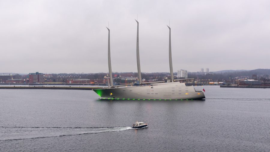 melnichenko-yacht-legnagyobb-vitorlas-hajo-kiel-nemetorszag-hajozashu