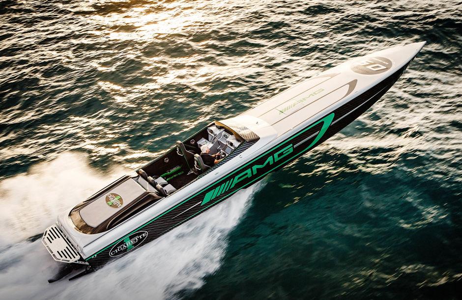 mercedes-amg-cigarette-racing-speedboat-mercury-motorcsonak-hajozashu2