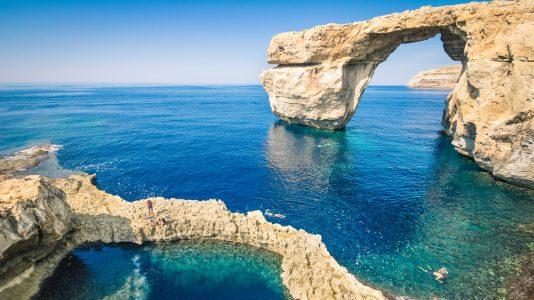osszeomlott-malta-leghiresebb-latnivaloja-szikla-tengerpart-utazas-hotel-szallas-hajozashu