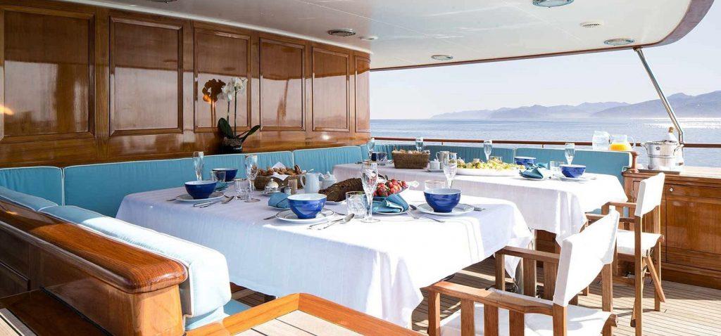 Vacsora Amphititre Luxus Jacht Harry Potter J K Rowling HAJOZASHU