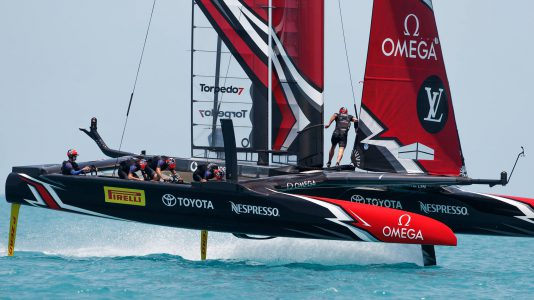 Emirates Team New Zealand donto 35 Amerika Kupa Oracle Team USA HAJOZASHU