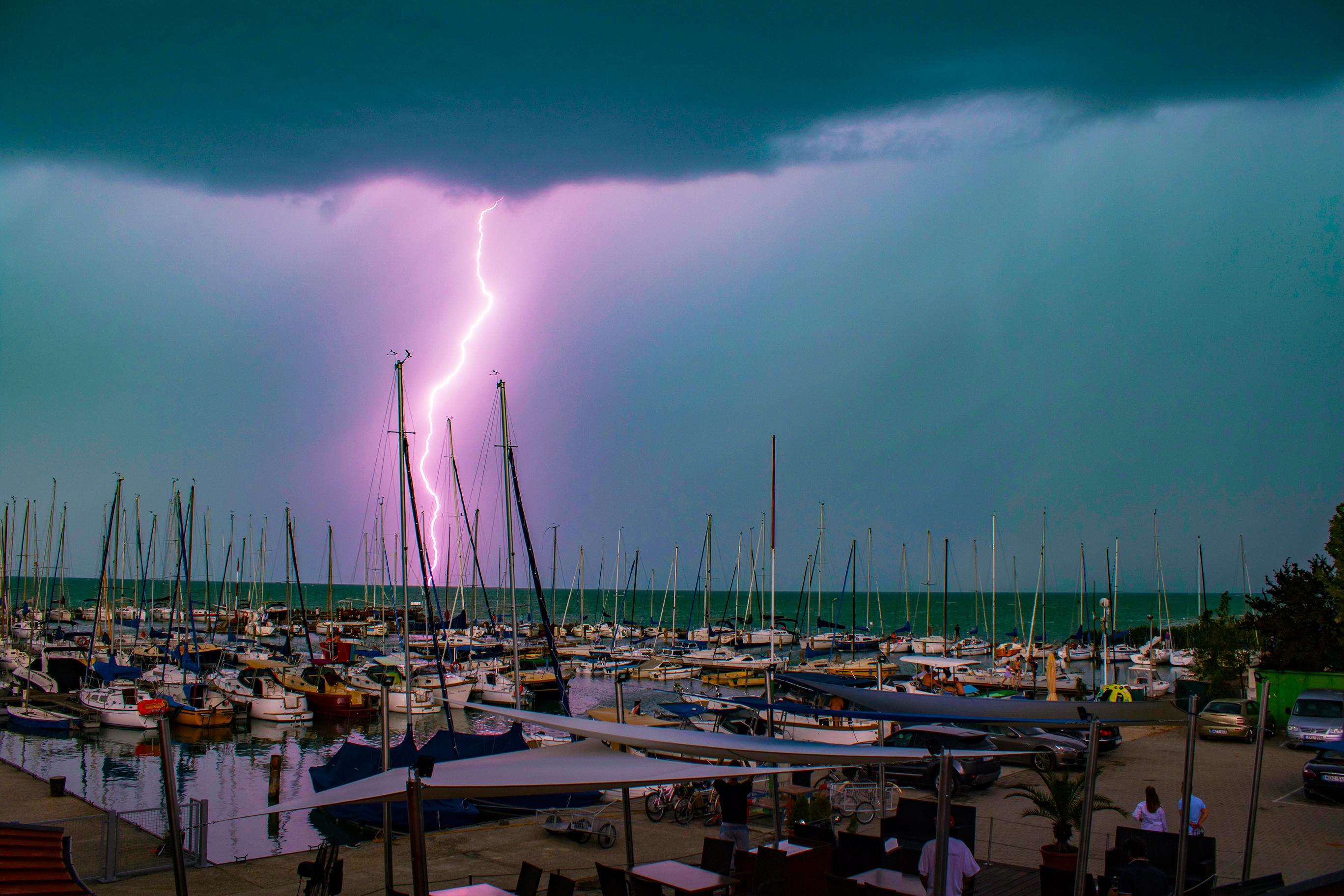 Torok-Brigi-Balaton-Vihar-Storm-Szel-Vitorlazas-Sailing-Eso-CsodalatosBalaton-HAJOZASHU