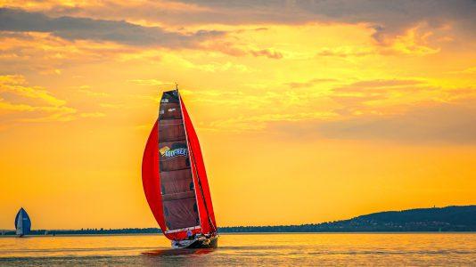 Keszthely-49Kekszalag-Badacsony-Katamaran-Sailing-LakeBalaton-Vitorlazas-HAJOZASHU-Stoci-Naplemente