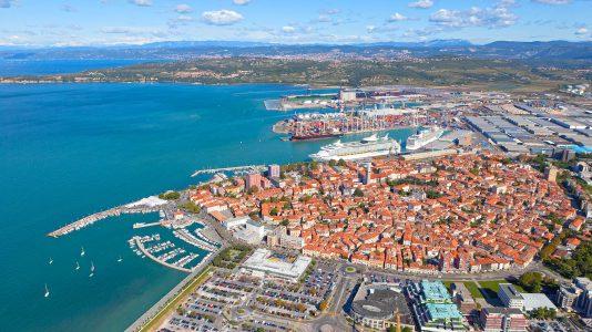Port of Koper Szlovenia Kikoto Tengerhajozas Vasut Fejlesztes HAJOZASHU